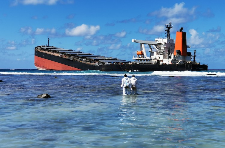 Photo: International Maritime Organization (IMO) continues to support international efforts to respond to the oil spill in Mauritius, following the break-up of the Japanese MV Wakashio. Credit: IMO