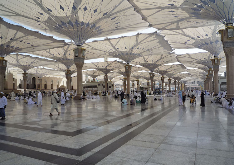 Photo: Umbrellas on the Piazza of the Prophet´s Holy Mosque in Medina. Credit: Wikimedia Commons.