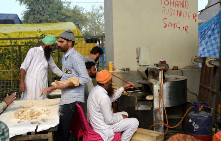 Photo: A community kitchen at one of the protest sites. Credit: WNV/Manu Moudgil.