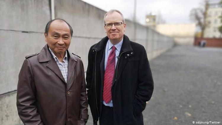 Photo: U.S. political scientist Francis Fukuyama (left) and DW's Simon Young at the Berlin Wall Memorial. Source: SDYoung Twitter