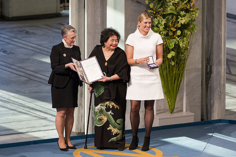Photo (left to right): The Norwegian Nobel Committee Chair Berit Reiss-Andersen; ICAN campaigner Setsuko Thurlow who survived the bombing of Hiroshima as a 13-year-old; ICAN Executive Director Beatrice Fihn. Credit: ICAN