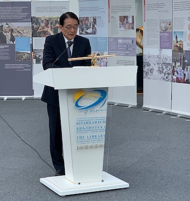 Hirotsugu Terasaki, Director General of Peace and Global Issues of the SGI, delivering opening remarks.