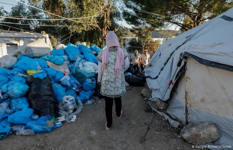 Photo: People fleeing conflict are particularly exposed to the threat of COVID-19. Credit: Giorgos Moutafis/Oxfam