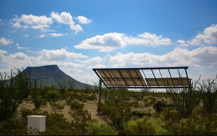 Photo: Solar power in the desert. Terlingua, TX, USA. Credit: Gene Jeter | Unsplash.