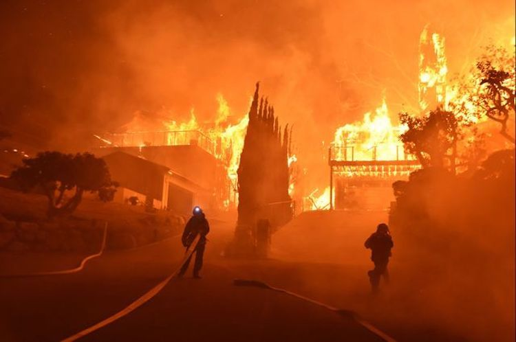 Photo: Fires like this one in the city of Ventura, California, are likely to be more common, say University of California, Los Angeles (UCLA) climate scientists. Credit: Ryan Cullom/Ventura County Fire Department.